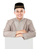 Smiling asian muslim man holding blank board Royalty Free Stock Photography