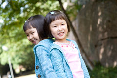 Smiling asian twin girls Royalty Free Stock Photo