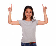Smiling asiatic young woman pointing to left up Royalty Free Stock Images