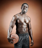 Smiling basketball player Royalty Free Stock Images