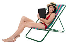 Smiling bikini model promoting tablet pc Royalty Free Stock Photos