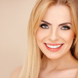 Smiling blond with bare shoulders Royalty Free Stock Photography