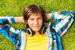 Smiling boy with arms under head Royalty Free Stock Photos