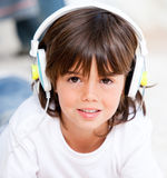 Smiling boy listenning music Royalty Free Stock Photos