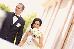 Smiling bride and groom Royalty Free Stock Image