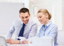 Smiling business couple looking at color samples Royalty Free Stock Photos