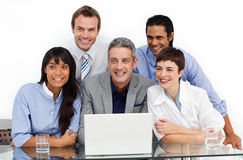 Smiling business group using a laptop Royalty Free Stock Photos