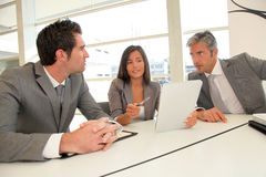 Smiling business people around meeting tablet Royalty Free Stock Photography