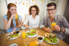 Smiling business people having breakfast Royalty Free Stock Images