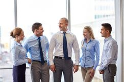Smiling business people talking in office Royalty Free Stock Photography
