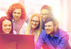 Smiling business team looking at computer monitor Royalty Free Stock Photography