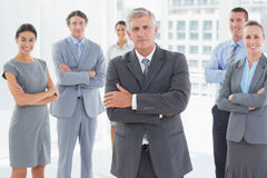 Smiling business team standing with arms crossed Royalty Free Stock Photos