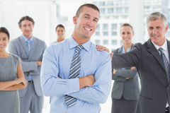Smiling business team standing with arms crossed Royalty Free Stock Photography