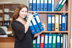 Smiling business woman arranging documents Royalty Free Stock Photos