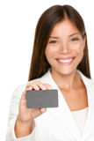 Smiling business woman with blank card Royalty Free Stock Image