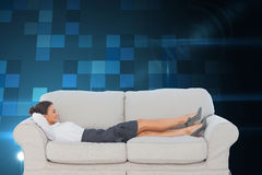 Smiling business woman lying down on the couch Royalty Free Stock Photography