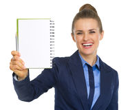 Smiling business woman showing open notepad Royalty Free Stock Images