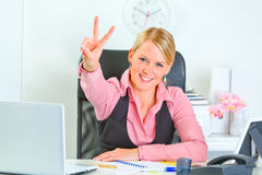 Smiling business woman showing victory Stock Photography