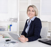 Smiling business woman with tablet computer. Royalty Free Stock Photo