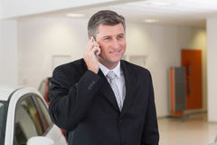 Smiling businessman calling with his mobile phone Royalty Free Stock Images