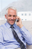 Smiling businessman calling on smartphone Royalty Free Stock Photography