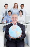 Smiling businessman holding a terrestrial globe Royalty Free Stock Photos