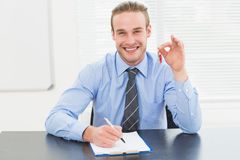 Smiling businessman showing house keys Royalty Free Stock Photos
