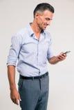 Smiling businessman using smartphone i Royalty Free Stock Photo