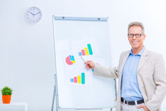 Smiling businessman working with charts Royalty Free Stock Photos