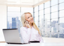 Smiling businesswoman calling on smartphone Royalty Free Stock Images