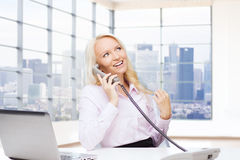 Smiling businesswoman calling on telephone Royalty Free Stock Photography