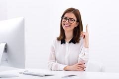 Smiling businesswoman having idea Royalty Free Stock Images