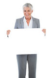Smiling businesswoman holding blank sign Royalty Free Stock Photos