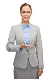 Smiling businesswoman holding something imaginary Royalty Free Stock Photo