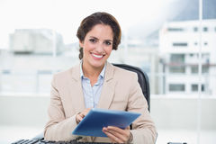 Smiling businesswoman holding tablet Royalty Free Stock Photo
