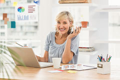 Smiling businesswoman looking at the camera Royalty Free Stock Image