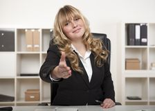 Smiling businesswoman offering her hand Royalty Free Stock Images