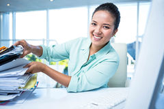 Smiling businesswoman searching files Royalty Free Stock Image