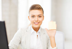 Smiling businesswoman showing sticky note. Picture of smiling businesswoman showing sticky note Royalty Free Stock Photography