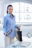 Smiling businesswoman standing in office Royalty Free Stock Photography