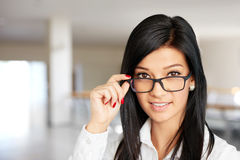 Smiling businesswoman with sunglasses in the corridor Royalty Free Stock Photos