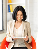 Smiling businesswoman with tablet pc Royalty Free Stock Photography