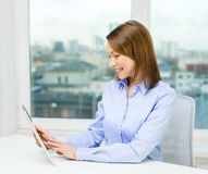 Smiling businesswoman with tablet pc Royalty Free Stock Images