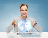 Smiling businesswoman with tablet pc Royalty Free Stock Photos
