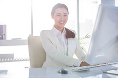 Smiling businesswoman using her computer Royalty Free Stock Photos
