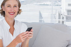 Smiling businesswoman using her mobile phone Royalty Free Stock Photo