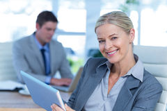 Smiling businesswoman using her tablet Royalty Free Stock Photo