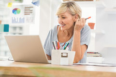 Smiling businesswoman working on her laptop Royalty Free Stock Photography