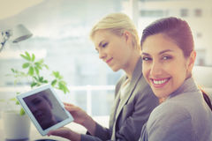 Smiling businesswomen at camera Royalty Free Stock Images