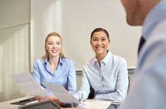 Smiling businesswomen meeting in office Royalty Free Stock Photos